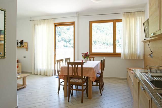 Angolo cottura e soggiorno - Chalet Al Lago - Alleghe - Appartamenti ...