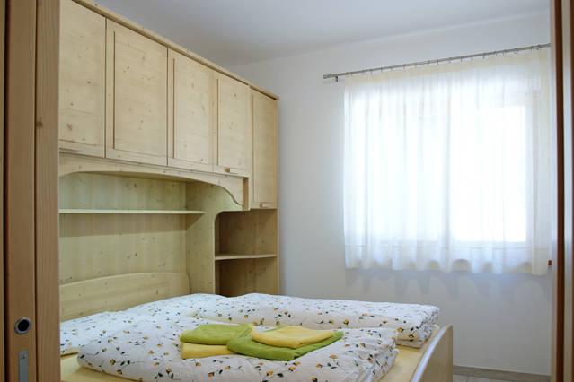 Chalet chalet al lago alleghe appartamenti turistici for 2 appartamenti della camera da letto principale